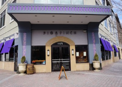 Pig and finch exterior